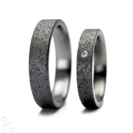 Tantal Ringe Haudarin® Material: Tantal und Diamant, Kollektion Sand - Modell: P-2 NR-1 - Material: Tantal, Diamanten TV/SI-1 ≈ 0,0141 ct